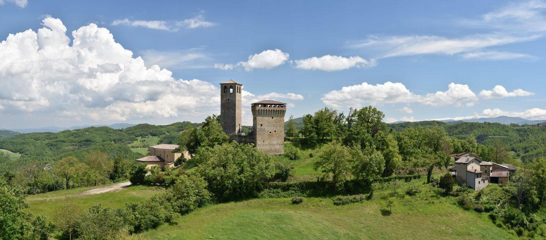 """6 ottimi motivi per visitare il Castello di Sarzano secondo """"I Castelli del Ducato""""."""